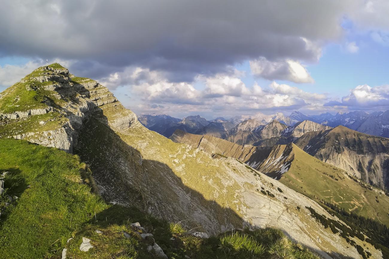 Dem Gipfel so nah: Der letzte Anstieg mit Karwendelpanorama