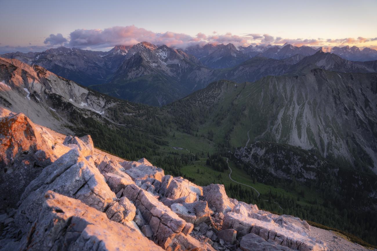 Magie pur: Blick tief ins Karwendel zum Sonnenuntergang!
