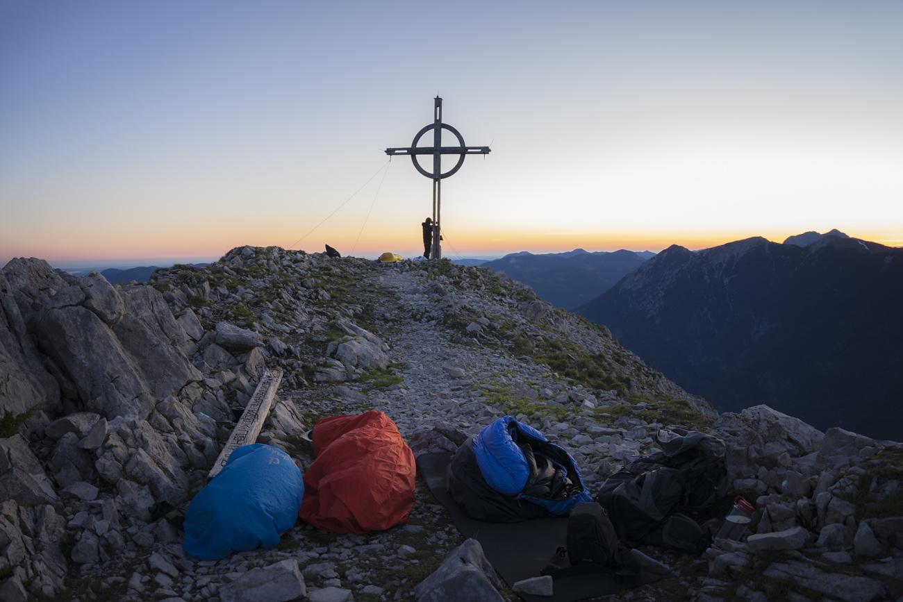 Schön windgeschützt: Unser Schlafplatz am Gipfel