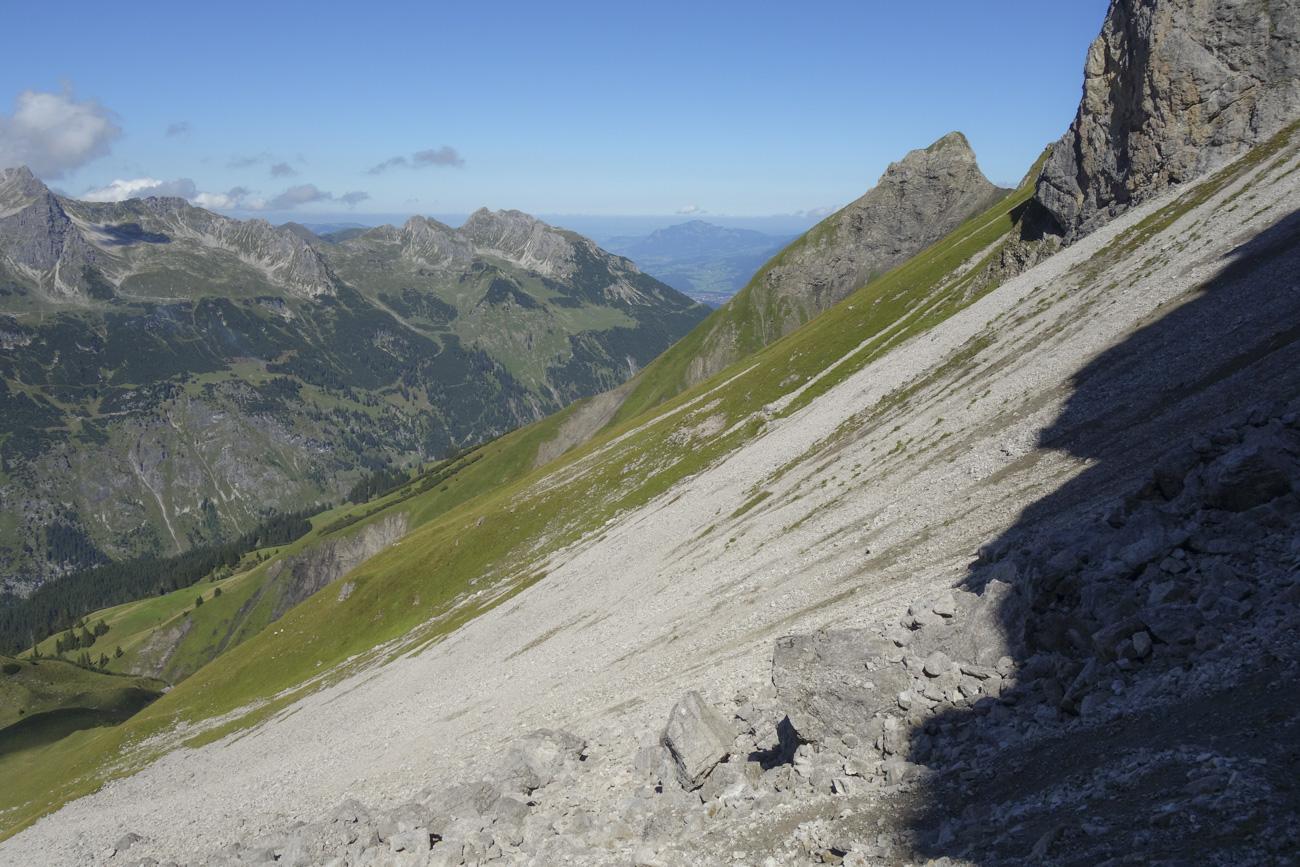 Weglos durchs Schotterfeld in Richtung Biberkopf
