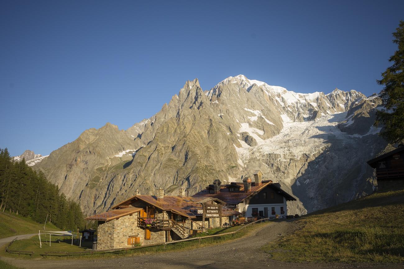 Das Bergrestaurant Pre de Pascal vor dem Mont Blanc