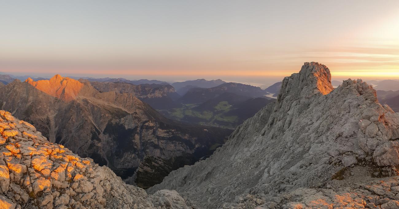 Bester Moment zum Innehalten: Der Sonnenaufgang am Grat