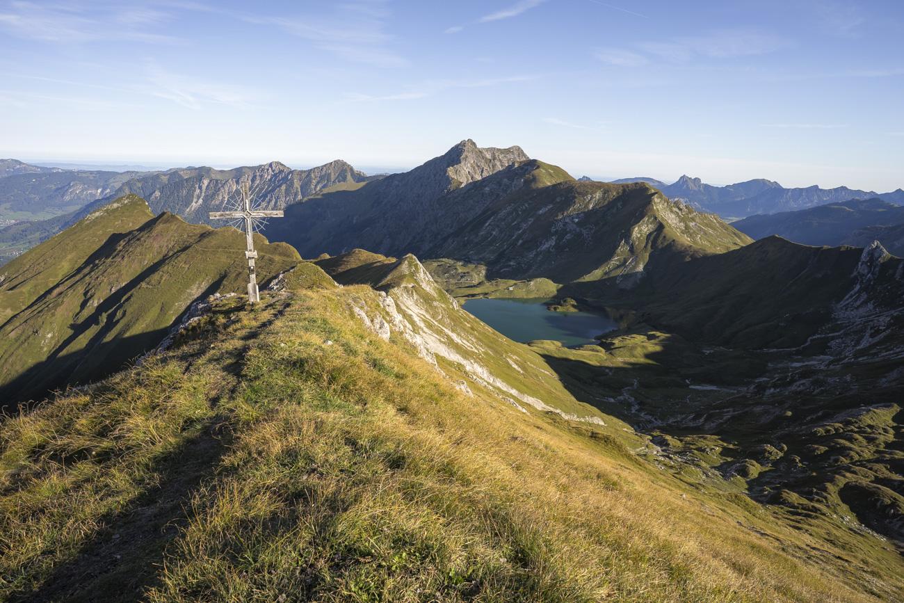 Am Gipfel des Lahnerkopfs, mit Blick zurück auf Rauh-, Gais- und Kugelhorn