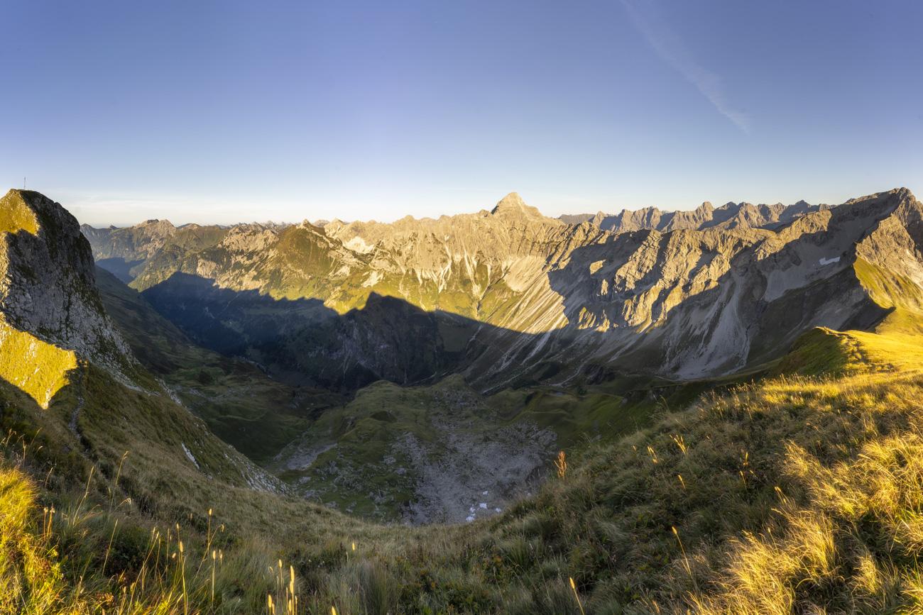 Vollständiges Panorama zw. Schneck und Großer Wilder: Gais- und Rauhhorn, Glasfelderkopf, Fuchskarspitzen und Hochvogel (von li. nach re.)