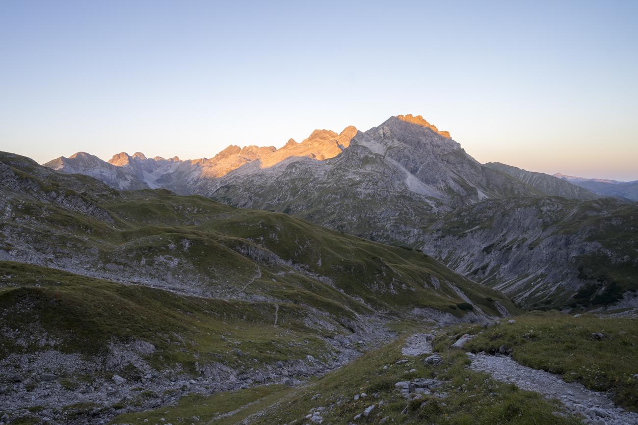 Blick zurück auf den wunderbar beleuchteten Heilbronner Höhenweg