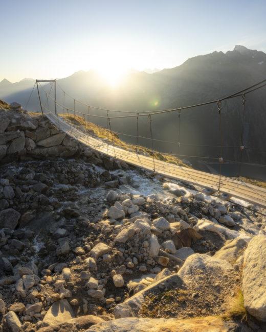 Die Hängebrücke bei Sonnenaufgang