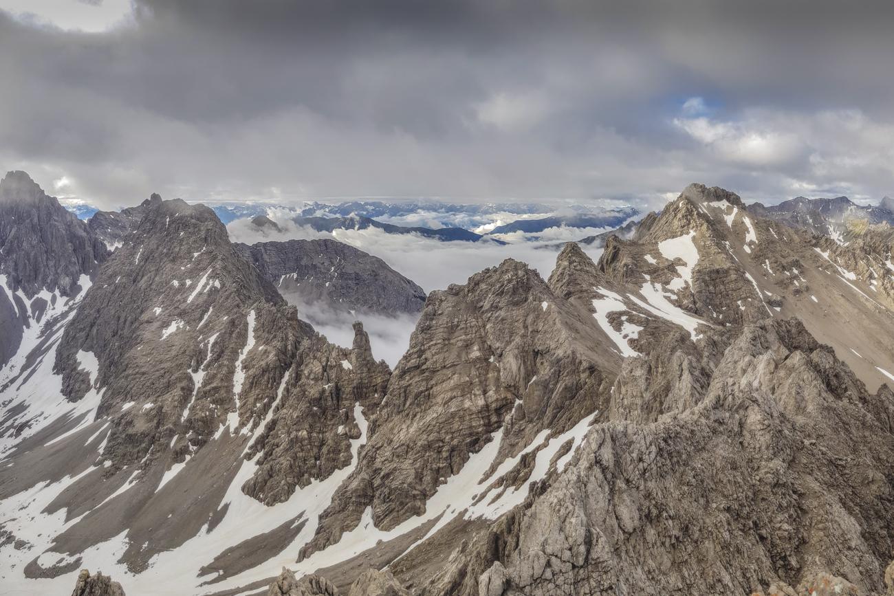 Panorama von der Parzinnspitze, li. Dremelspitze